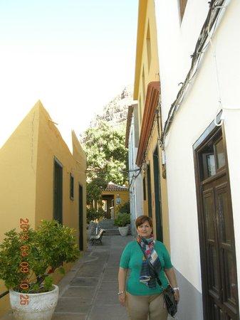 Hotel Jardin Concha: Callejón que desemboca al hostal.