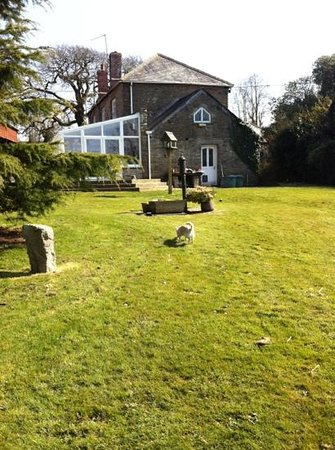 Treglown House: lovely gardens with chickens, a donkey and a gorgeous little dog called Hollie