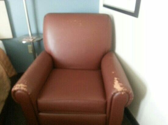 Candlewood Suites - San Antonio NW Medical Center: torn chair