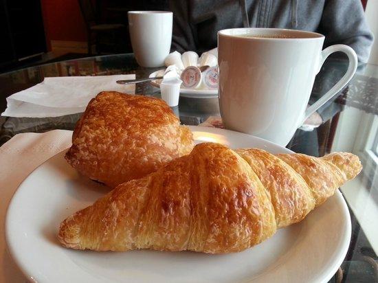 Tony's Bistro & Patisserie: Croissant and pain au chocolat