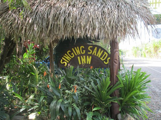Singing Sands Inn: Entrance