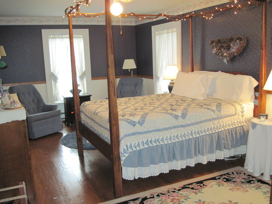 Blushing Rose Bed and Breakfast: Starlight Room