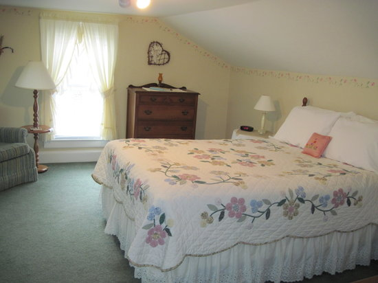 Blushing Rose Bed and Breakfast: Moon Beam Room