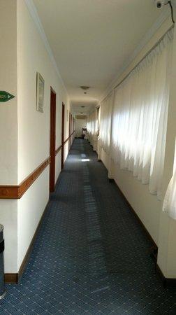 Imperial Garden Villa & Hotel: Corridor