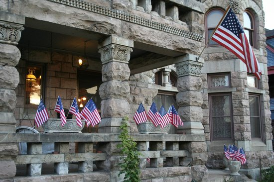 Castle Marne Bed & Breakfast Inn: Veteran's Day at Castle Marne B&B