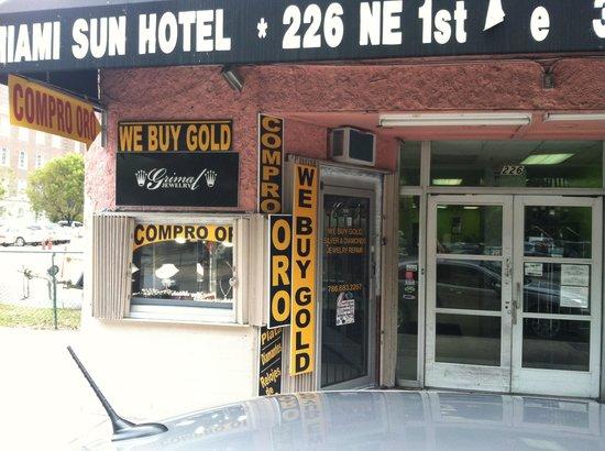 Miami Sun Hotel: Front door