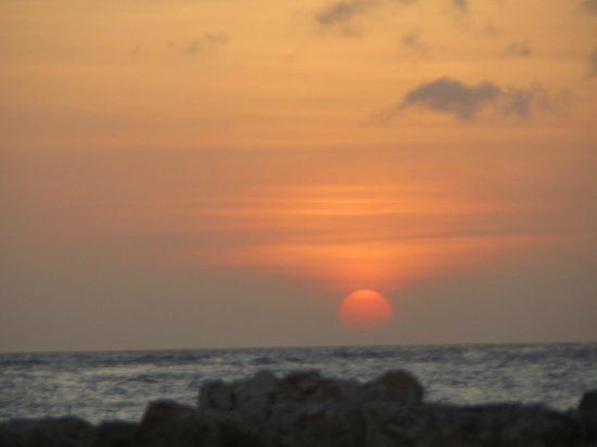 Lions Dive & Beach Resort Curacao: Awesome sunsets seen from beach