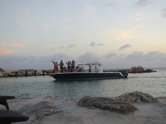 Lions Dive & Beach Resort Curacao: Sunset cruise going by- with YMCA participants