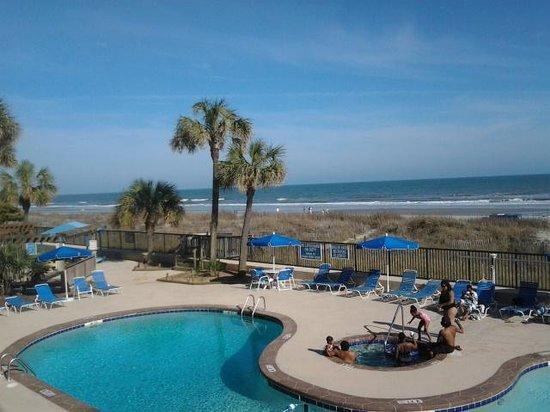 Ocean Club Resort: pool and beach