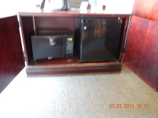 Quality Inn & Suites: fridge, microweave, coffee maker