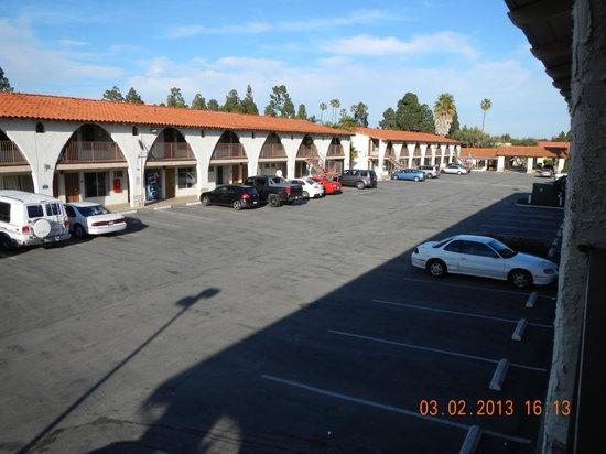Quality Inn & Suites: parking area