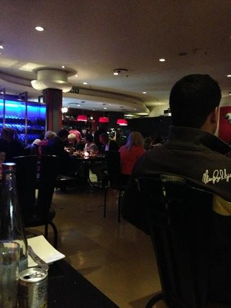 City Grill: view inside from our table... no music at all!