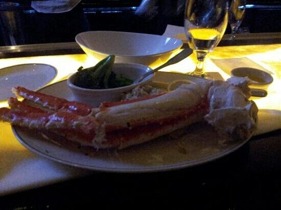Sun Tower Hotel & Suites: Alaskan King Crab Legs! Nom Nom.