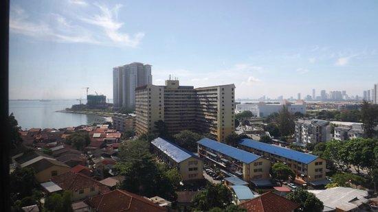 Hotel Sentral Riverview Melaka : View from 9th floor across bay