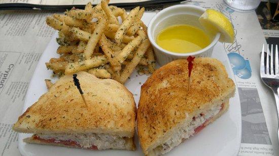 Bear Republic Brewing Company: Crab melt with garlic fries