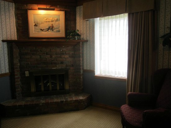 Best Western Fireside Inn: Fireplace room 234
