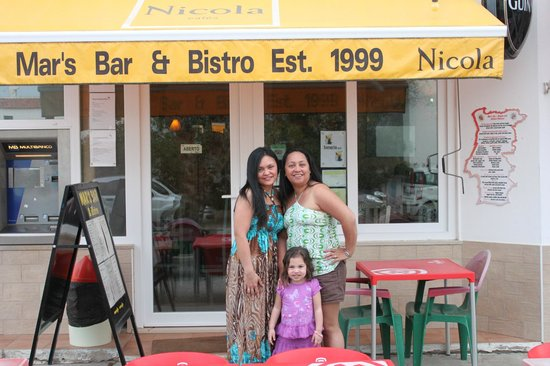 Mar's Bar : My sister, niece and I outside of Mar's!