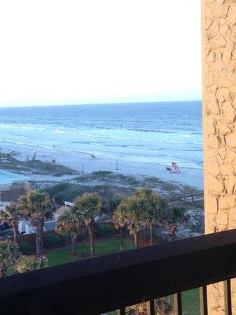 Hampton Inn Jacksonville Beach/Oceanfront: partial oceanfront view