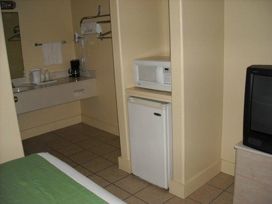 Island Hotel Port Aransas: fridge/microwave