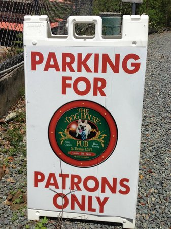 Dog House Pub: Free Parking up the hill, behind the bottle