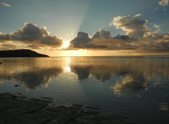 Blue Lagoon Beach Resort: Sunset reflections