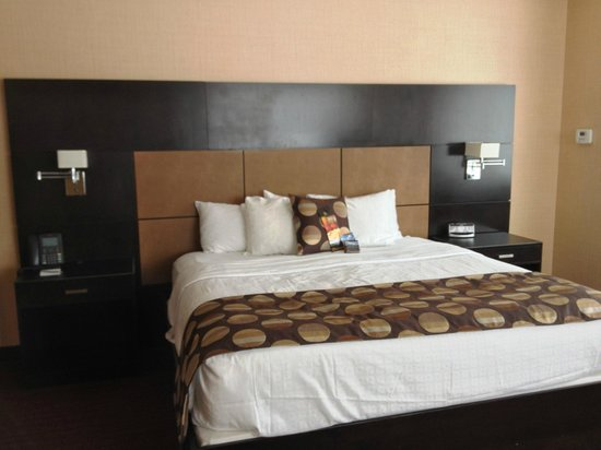 Turtle Creek Casino & Hotel: Bed
