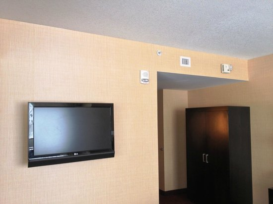 Turtle Creek Casino & Hotel: TV, Cabinet