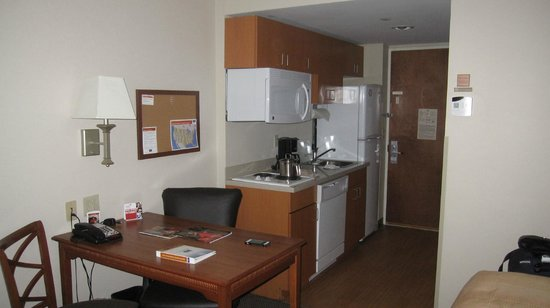 Candlewood Suites New York City Times Square: Cocineta
