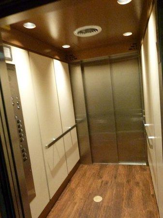 40 Berkeley: Elevator