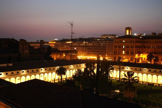 Hotel Diocleziano: NIght view from the room