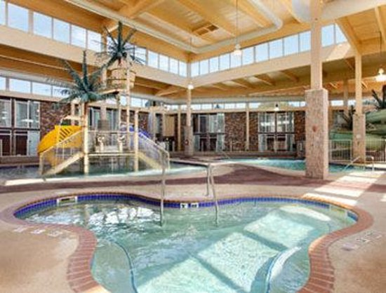 Grand Forks Inn Suites Pool