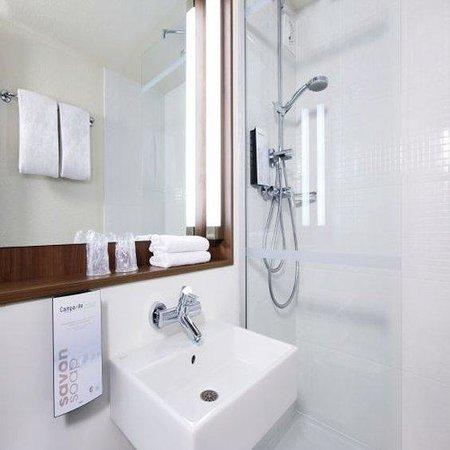 Campanile Bonneuil Sur Marne - Creteil : Bathroom