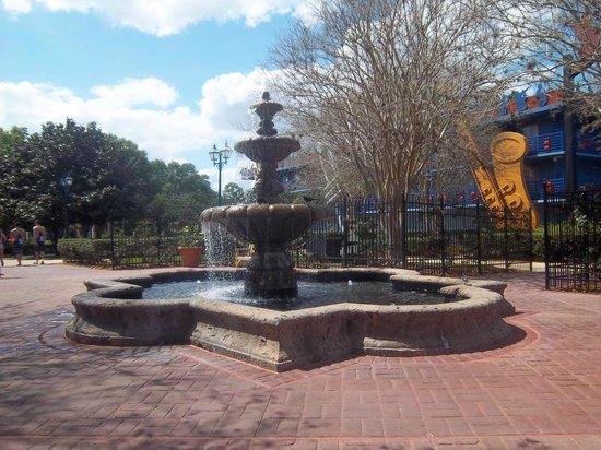 Disney's All-Star Music Resort: Rose Garden / Fountain