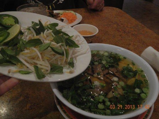 Pho Thanh Binh: won ton soup