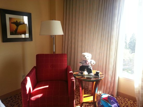 Visalia Marriott at the Convention Center: chair by the window