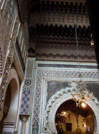Zaouia of Moulay Idriss II: Stucs et plafons richement décorés