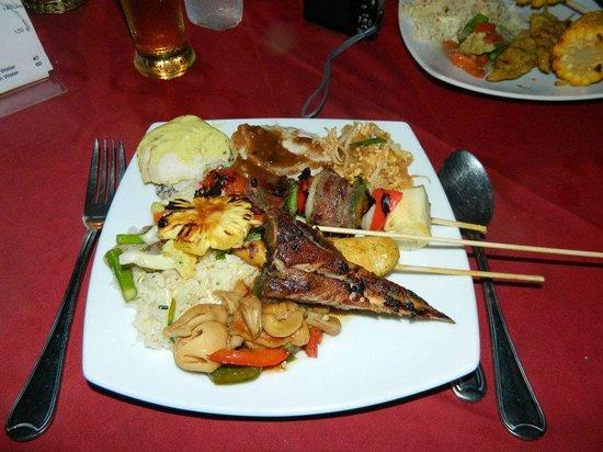 Baan Yuree Resort  and  Spa: Tastes of Thailand buffet dinner