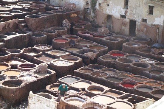 """Moulay Abdellah Quarter: Les """"pots"""" de couleurs"""
