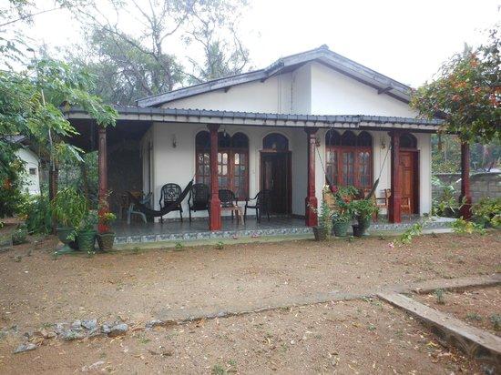 Lake View Lanka Guesthouse: lake view lanka façade