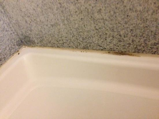 Sleep Inn & Suites Pooler: soap scum