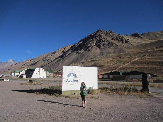 Ayelen Hotel de Montana: Ayelen - and Aconcagua on the left