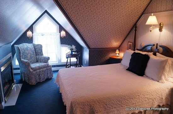 Carriage House at the Harbor: room
