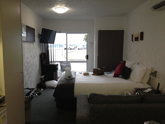 Anchorage Motel: Bedroom