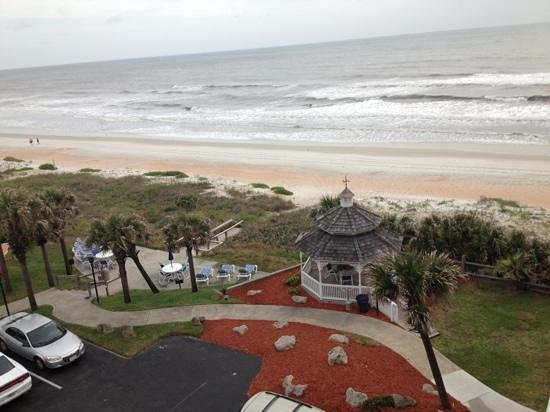 Coral Sands Inn & Seaside Cottages Ormond Beach: view from our balcony