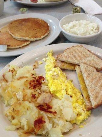 Sunrise Eatery: awesome breakfast!