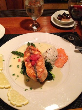 Peter Havens Restaurant: Salmon