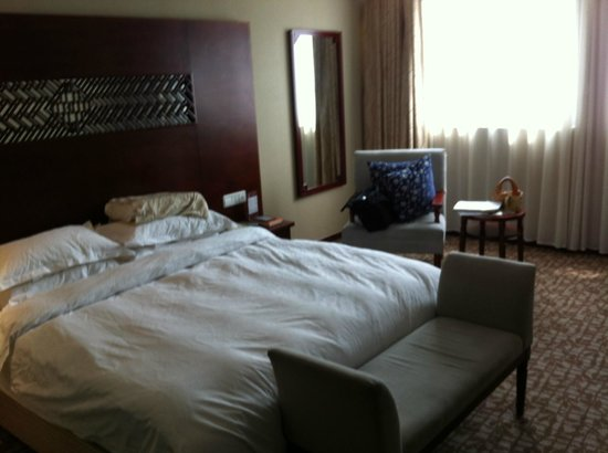 Scholars Hotel Dushu Lake: Comfortable and soft (by Chinese standards) bed