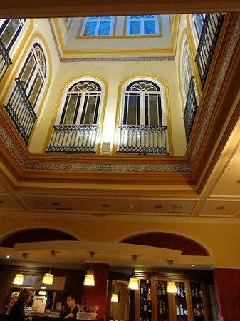 Hotel Cervantes: The bar