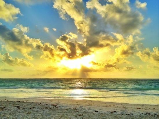Playa Esperanza: amanecer desde mi cabaña