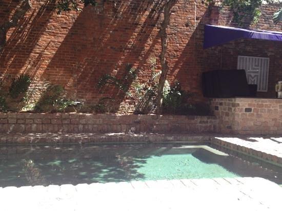هوتل لو ماريه: beautiful heated pool and courtyard